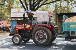 Симпатичный трактор!:-)