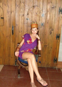 На троне))